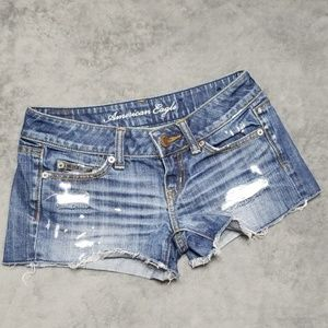 AMERICAN EAGLE DISTRESSED FRAY CUT OFF JEAN SHORTS
